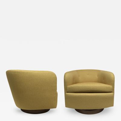 Milo Baughman Pair of Milo Baughman Swivel Lounge Chairs in Knoll Fabric