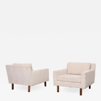 Milo Baughman Pair of Wide Milo Baughman Lounge Chairs for Thayer Coggin