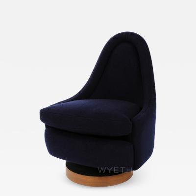 Milo Baughman Petite Swiveling Lounge Chair by Milo Baughman