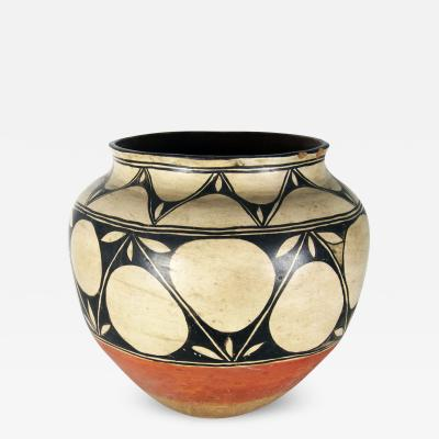 Monica Silva Kewa Santo Domingo large storage jar