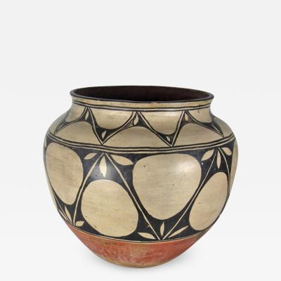Monica Silva Santo Domingo Kewa large storage jar