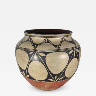 Monica Silva Santo Domingo Kewa large storage jar