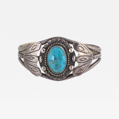 Navajo bracelet with single stone