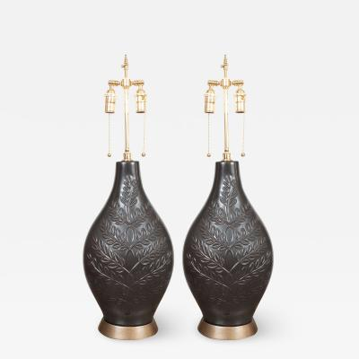 PAIR OF CERAMIC FOLIATE MOTIF TABLE LAMPS