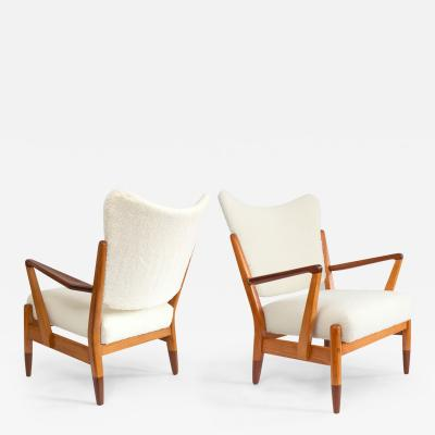 PAIR OF SCANDINAVIAN MODERN LOUNGE CHAIRS WITH FAUX SHEEPSKIN TEAK DETAILS
