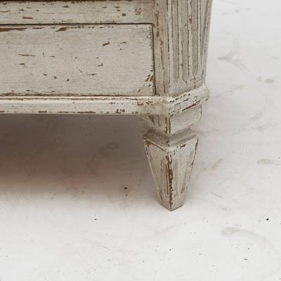 PAIR OF SMALL SWEDISH GUSTAVIAN STYLE CHEST OF DRAWERS OR NIGHTSTANDS