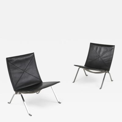Poul Kjaerholm Black leather PK 22 pair of lounge chairs Fritz Hansen 2009