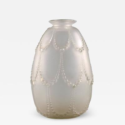Rene Lalique Early Ren Lalique Perles vase in mouth blown art glass