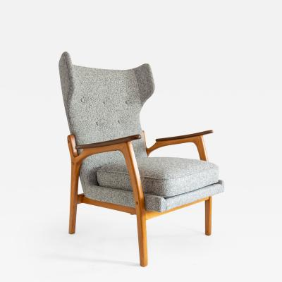SCANDINAVIAN WINGBACK CHAIR IN BEECH AND TEAK