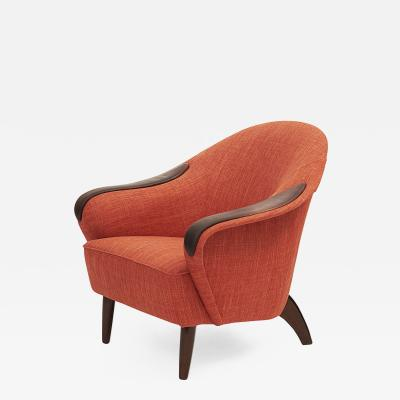 STYLISH DANISH UPHOLSTERED AND LEATHER CLUB CHAIR