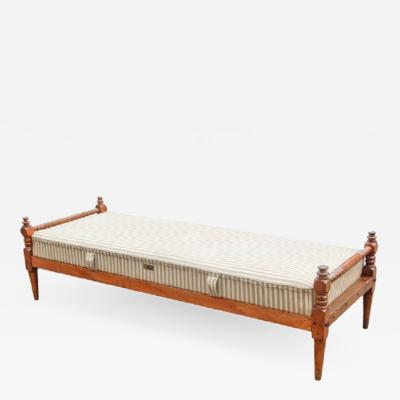 Spindle Workman s Daybed