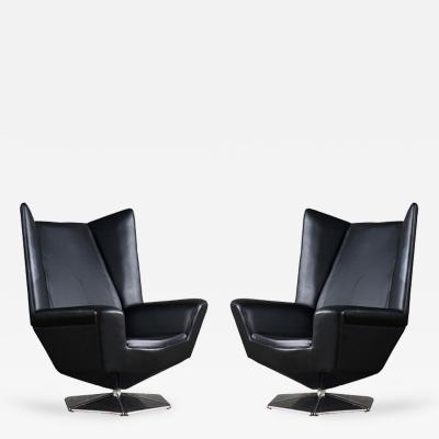 Voitto Haapalainen Pair of Voitto Haapalainen Prisma Lounge Chairs