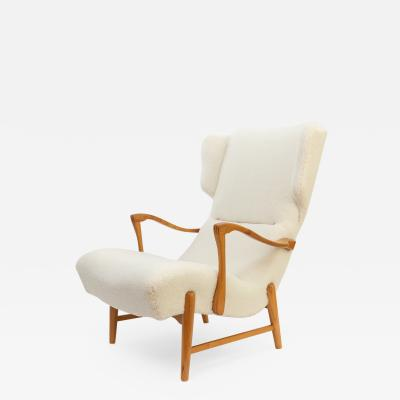 WINGED BACK SCANDINAVIAN MODERN LOUNGE CHAIR IN FAUX SHEEPSKIN