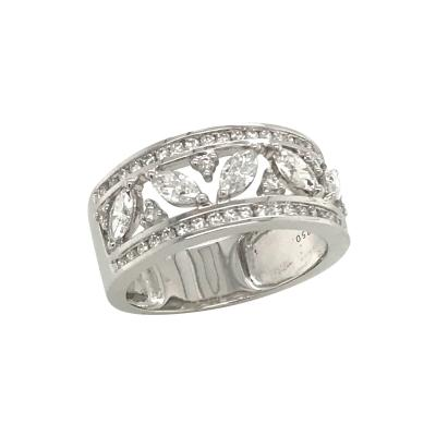 White Diamond Color G Round Cut and Oval Cut on White Gold 18K
