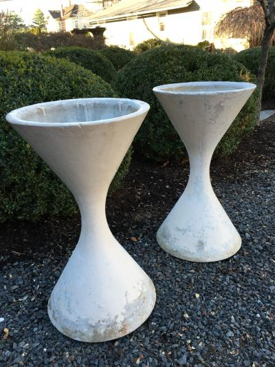 Willy Guhl Pair of WIlly Guhl Diabolo Hourglass Planters
