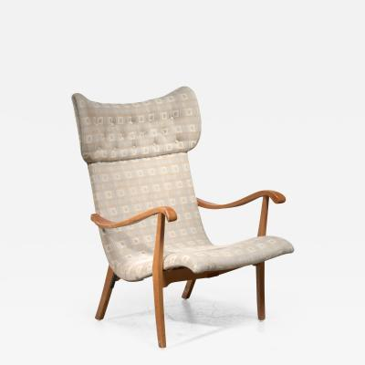 Wingback lounge chair with curved armrest