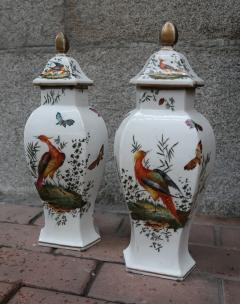Chelsea A pair of signed porcelain vases by Chelsea England XIIIth century - 763958