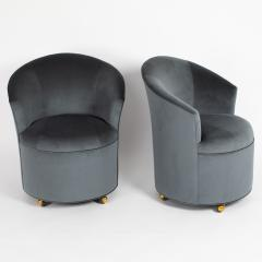 Directional PAIR OF SCULPTURAL DIRECTIONAL BARREL CHAIRS ON CASTERS CIRCA 1980S - 733565