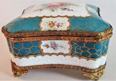 Edme Samson et Cie 19th Century Samson Paris Porcelain Trinket Box - 1697753
