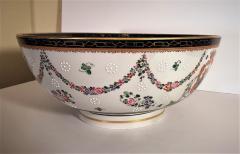 Edme Samson et Cie Samson Porcelain Bowl in the Chinese Export Armorial Taste France Circa 1910 - 2074146