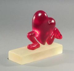 Glenn Green Galleries Running Heart red resin  - 1843937