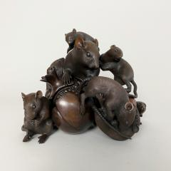 Itsumin An antique Bronze Okimono of a family of rats devouring a pomegranate - 1585337