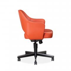 Knoll Saarinen Executive Arm Chair in Vinyl Swivel Base by Eero Saarinen for Knoll - 1838683