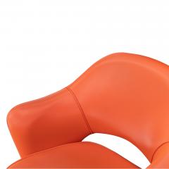 Knoll Saarinen Executive Arm Chair in Vinyl Swivel Base by Eero Saarinen for Knoll - 1838687