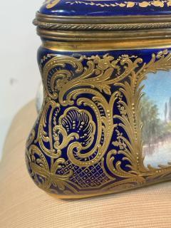 Manufacture Nationale de S vres Sevres Porcelain MONUMENTAL SEVRES PORCELAIN AND ORMOLU BOX - 2028521