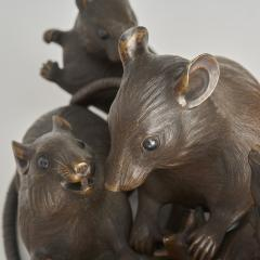 Maruki An antique Japanese bronze of a family of rats - 1260078
