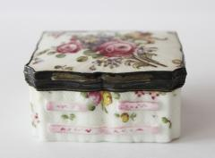 Mennecy Snuff Box - 353417