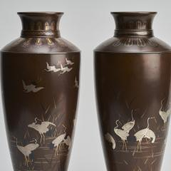 Nogawa A pair of stylish Meiji Period Japanese bronze vases with crane decoration - 1510523