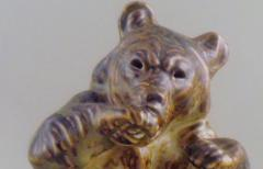 Royal Copenhagen Figurine number 21675 bear sitting - 1361379