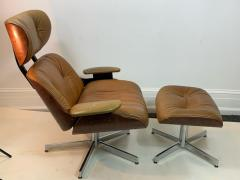 Selig Furniture Co STYLISH MID CENTURY LOUNGE CHAIR AND OTTOMAN BY SELIG - 1178875