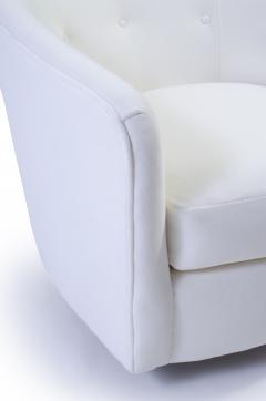 Selig Furniture Co Selig Swivel Chair In Snowy White Velvet   240191