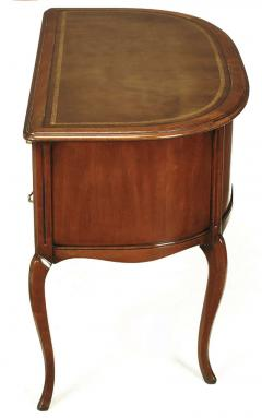 Sligh Lowry Furniture Co Sligh Walnut Curved Front Desk With Leather Top    38971