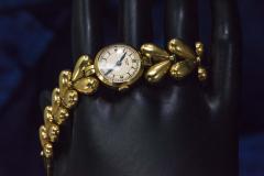 Universal Gen ve 1950s Universal Flower Petal Motif 18 Karat Yellow Gold Bracelet Wristwatch - 1154237