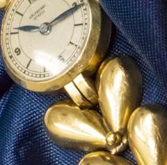 Universal Gen ve 1950s Universal Flower Petal Motif 18 Karat Yellow Gold Bracelet Wristwatch - 1154249