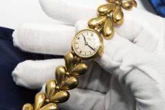 Universal Gen ve 1950s Universal Flower Petal Motif 18 Karat Yellow Gold Bracelet Wristwatch - 1154251