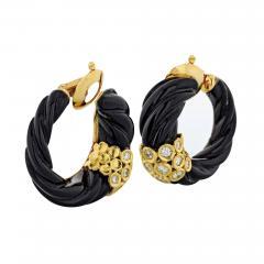 Van Cleef Arpels VAN CLEEF ARPELS 18K YELLOW GOLD CARVED EBONY AND DIAMOND HOOP EARRINGS - 1798633