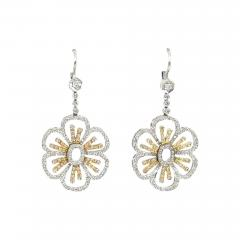 18KT TWO TONE GOLD DIAMOND HANGING FLORAL MOTIF EARRINGS - 1093517