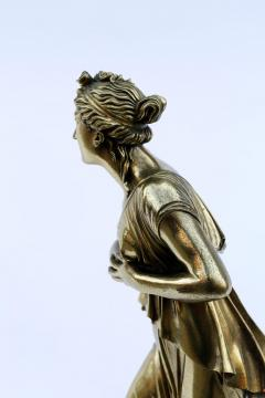 18th Century Neoclassical Bronze Dor Sculpture of a Woman - 1708333
