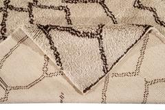 21st Century Modern Moroccan Beige Wool Rug - 1538607