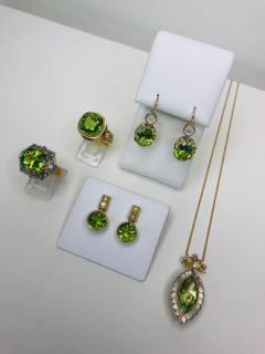 7 48 Carat Peridot and Diamond 18 Karat Yellow and White Gold Necklace - 1099752