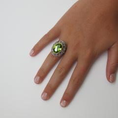8 85 Carats Oval Peridot and Diamond 18k Yellow and White Gold Ring - 1416611