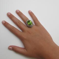 8 85 Carats Oval Peridot and Diamond 18k Yellow and White Gold Ring - 1416612