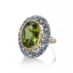 8 85 Carats Oval Peridot and Diamond 18k Yellow and White Gold Ring - 1418584