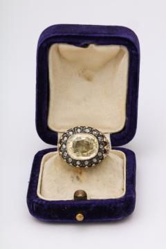 9 ct Natural Sapphire surrounded by Rose Diamonds and set in Gold - 1174348