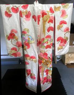 A Beautiful Embroidered Vintage Japanese Ceremonial Kimono - 426083