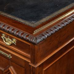 A Fine Quality Late Victorian Mahogany Pedestal Desk - 1481145